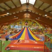 Trampolino Überdachter Spielplatz ab 2 Jahren bis 15 Jahre