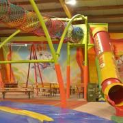 Trampolino Spieleparadies für Kinder ab 2 Jahren Überdacht