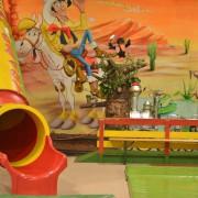Trampolino Überdachter Spielplatz für Kinder ab 2 Jahren