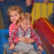 Trampolino Indoorspielplatz mit Bällebad, Kleinkindbereich, Bungee Springen, Schaukeln, Klettergerüßt