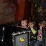 Trampolino überdachter Spielplatz Schweiz Dietikon mit Riesenschaukel, Klettergerüst, Rodelbahn, Kleinkindbereich