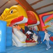 Trampolino Kinderspielplatz in Dietikon in der Schweiz diesen Klettergerüst